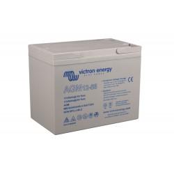 Batterie AGM Victron Energy - 12V/66Ah AGM Deep Cycle de trois quart sur fond blanc