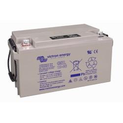 Batterie GEL Victron Energy - 12V/66Ah Gel Deep Cycle de trois quart sur fond blanc